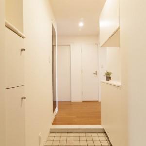 収納力を上げるために玄関収納を交換。