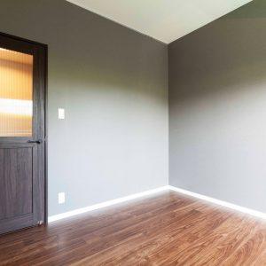 各部屋の床と扉の色に合わせてアクセントカラーを決定。